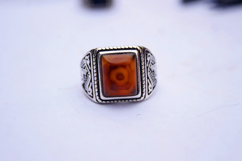 Hidden silver inlaid with red dragon - eye, ring, square ring surface