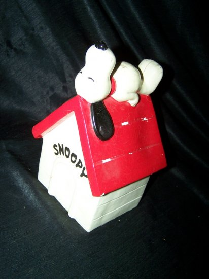Vintage 1970s SNOOPY Paper Mache Dog House Figure BANK