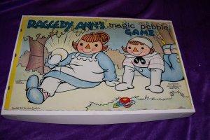 Vintage 19441 Raggedy Ann's Ann Magic Pebble Bord Game