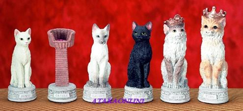 DOG VS. CAT CHESS SET-HANDPAINTED-ADORABLE (5644s)
