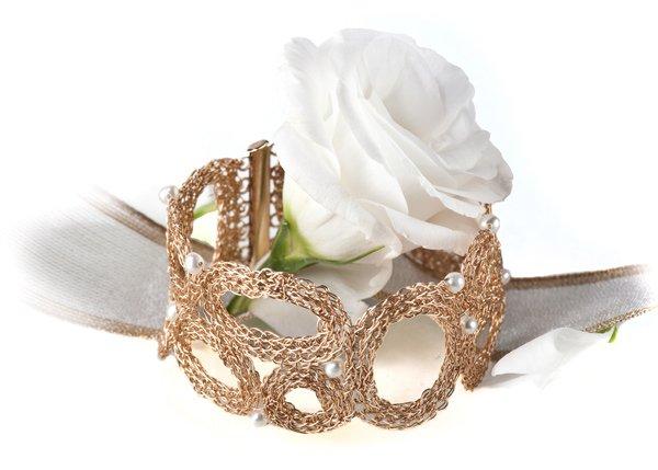 Unique 14kt Gold filled bracelet with Pearls
