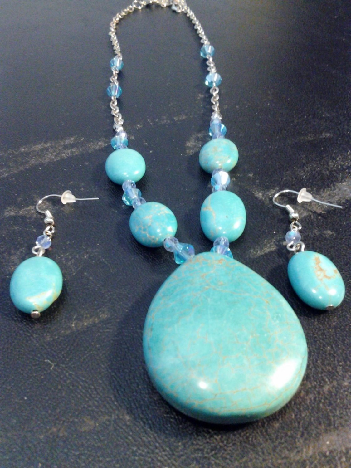 Brand New Beautiful Turquoise Necklace And Earring Set