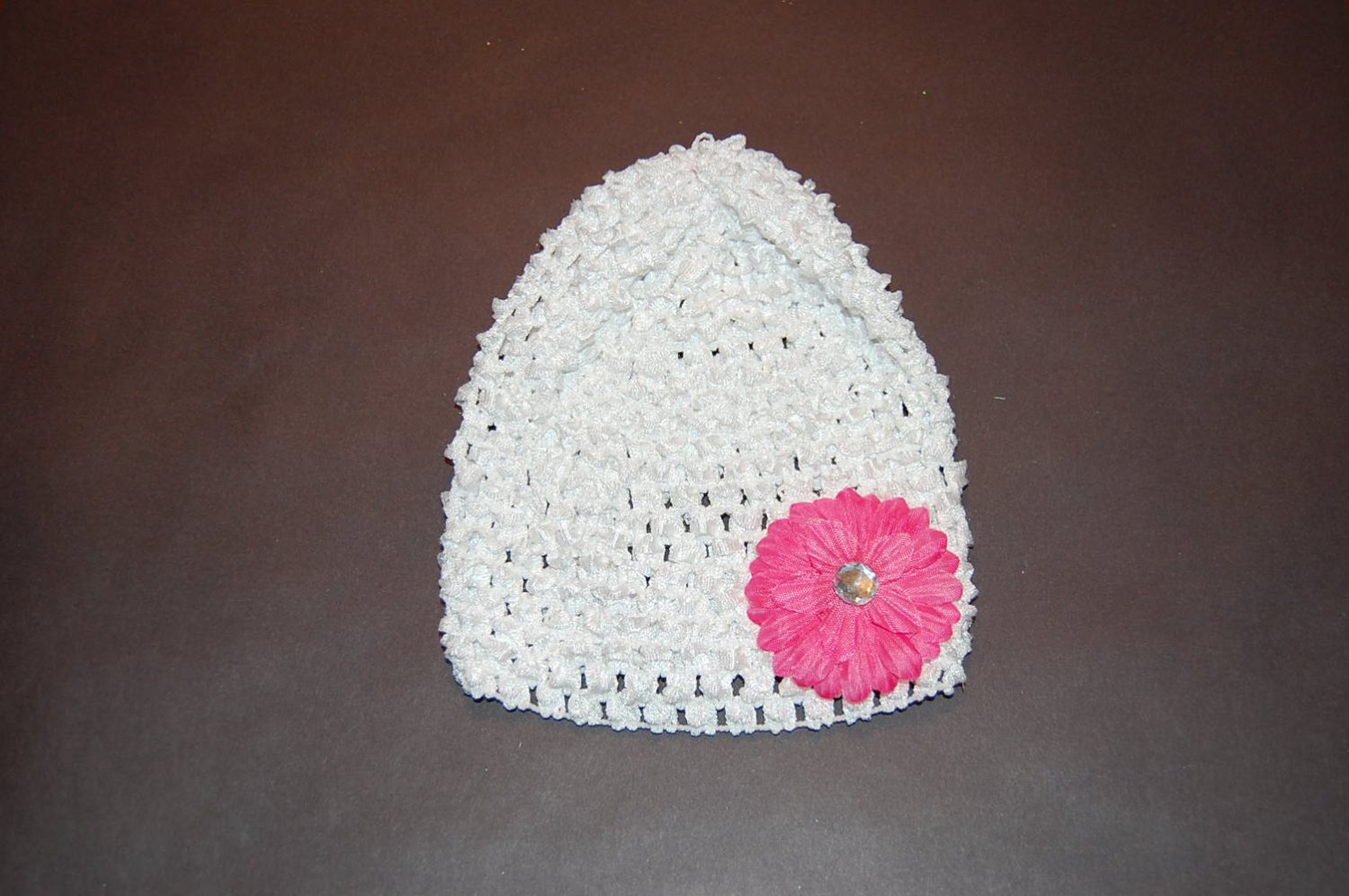 """Crocheted White Hat with 2"""" Daisy Pink Flower"""