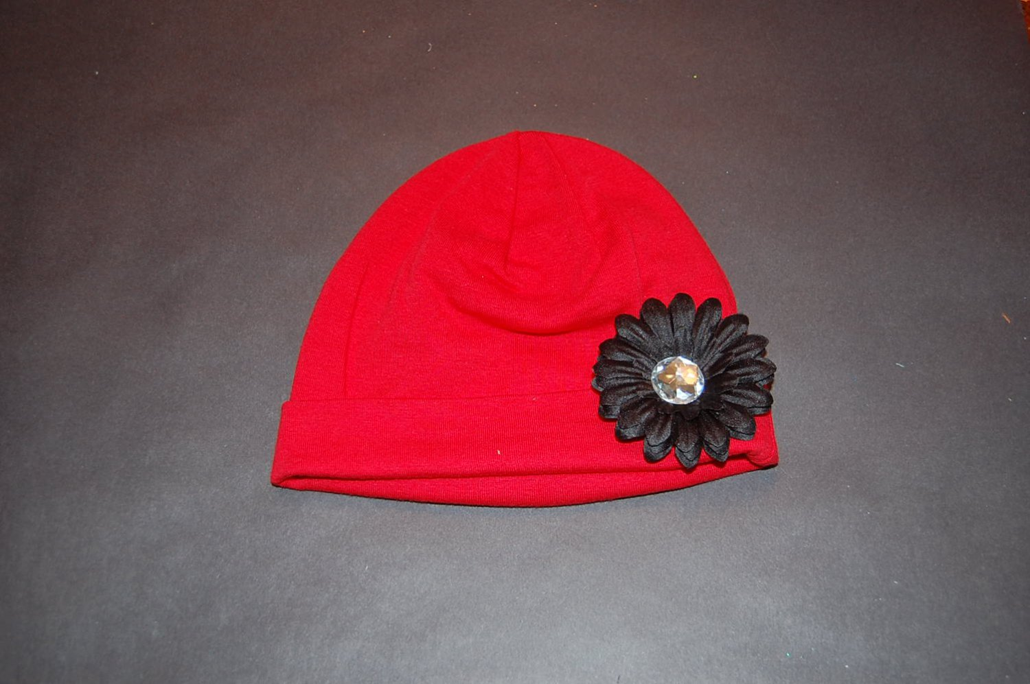 """Cotton Red Hat with 2"""" Black Daisy"""