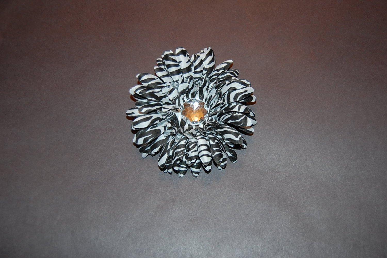 Stacked Zebra Daisy on Alligator Clip, Black/White