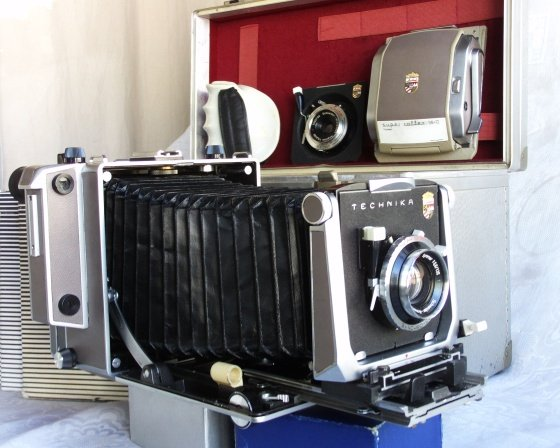 Large format folding cam, Linhof ST V with many accessories and box in mint cond.