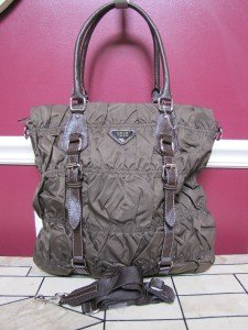 NEW LARGE BROWN NYLON GUAFFRE STYLE HANDBAG W/DETATCHABLE SHOULDER STRAP