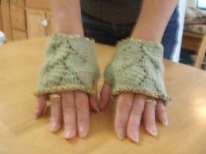 Wrister fingerless gloves beaded knitted