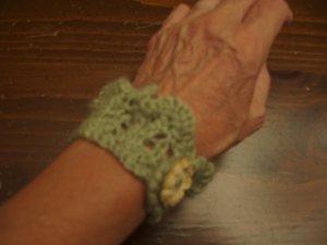 Knit bracelet sage green