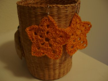 Gold star earrings crocheted