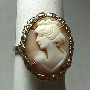 Gorgeous 1930's Ladies' 18K Gold Cameo Ring - Estate Piece