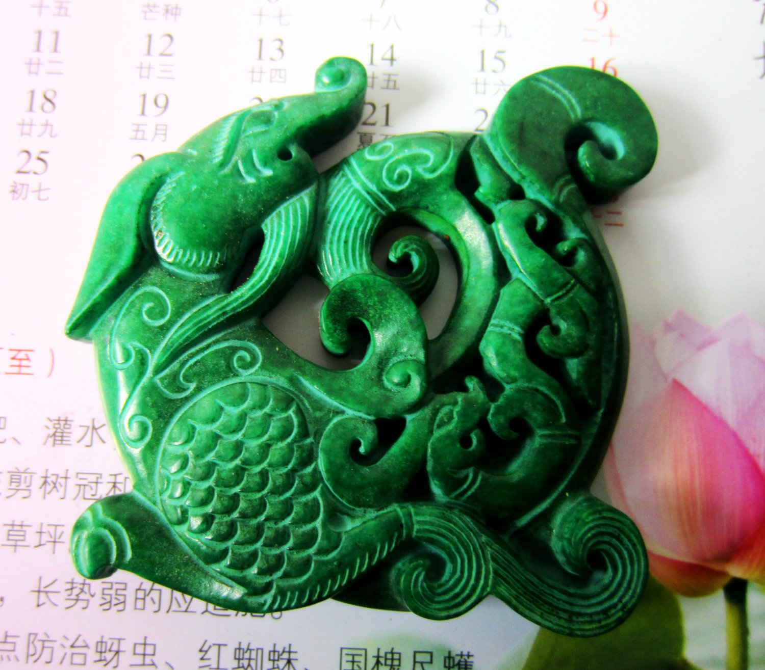China's jade carving amulet necklace pendant old dragon