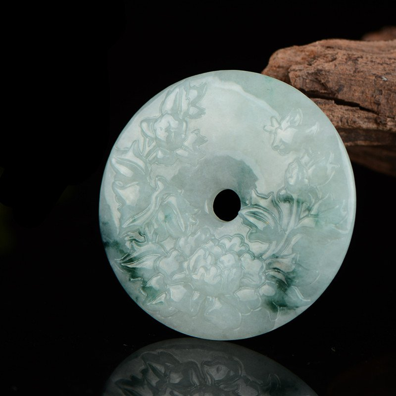 Handmade carving of beautiful natural jade jade flowers and silver pendant talisman jade pendant.