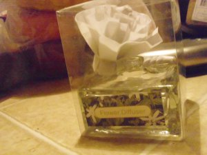 TWO ROSE SQUARE GLASS BOTTOM DIFFUSERS FOR WEDDING TABLE