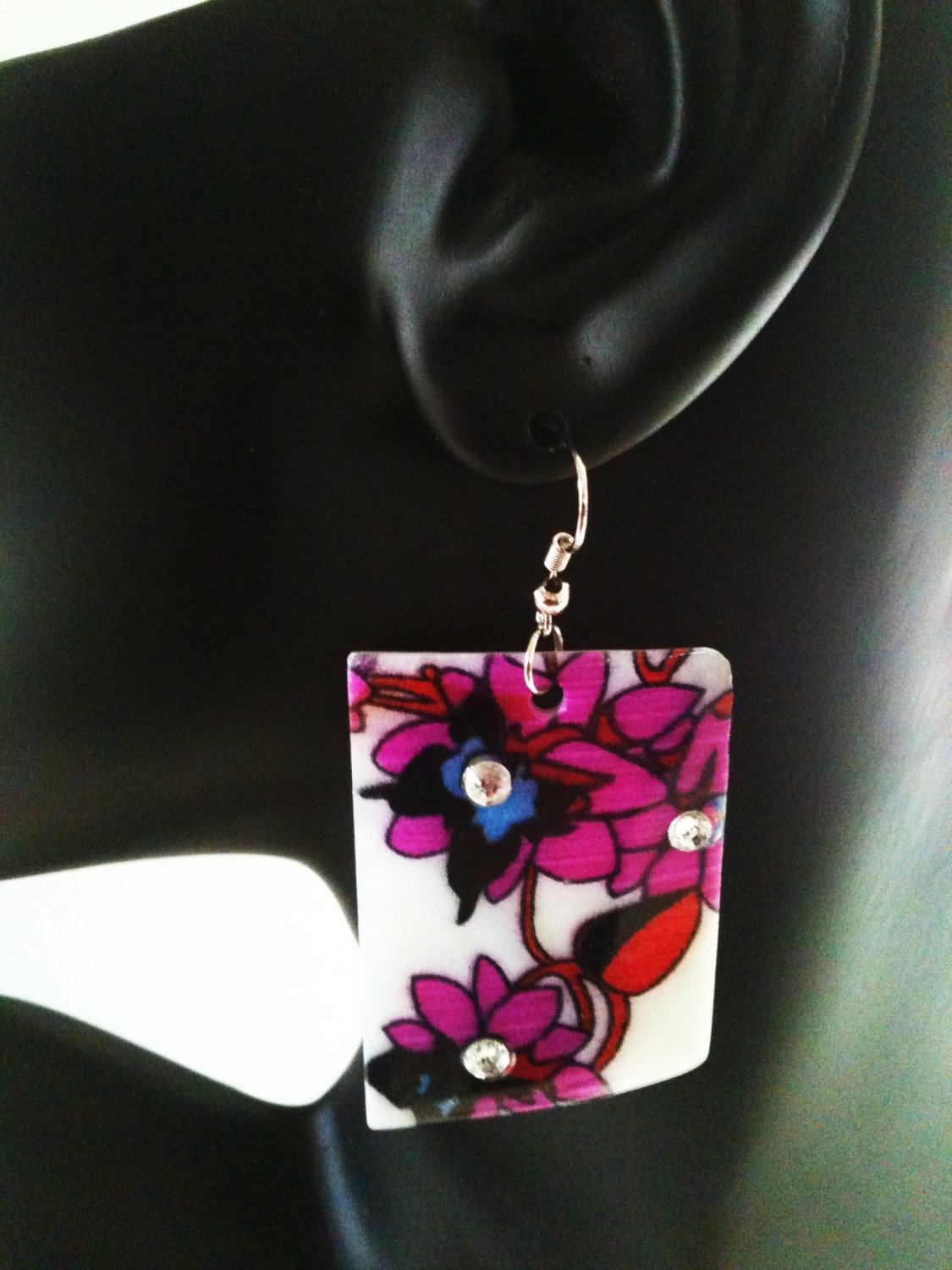 MULTICOLORED FLORAL SHELL EARRINGS (NEW)