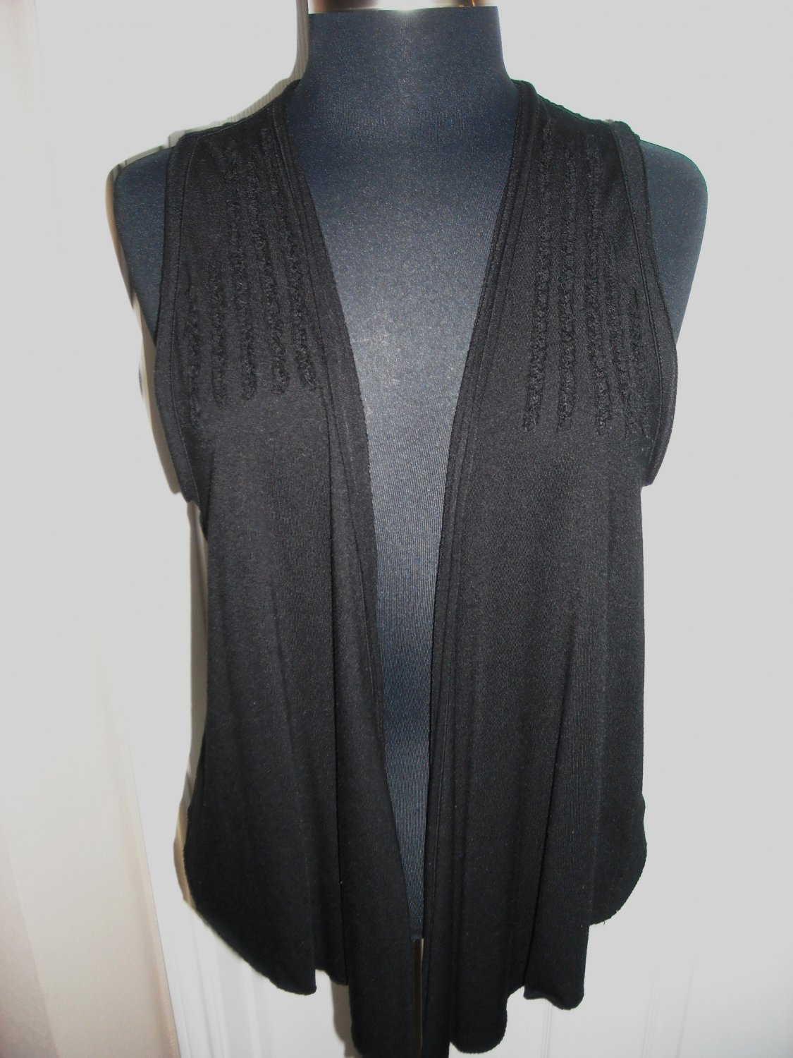 LEISURE LAYING BLACK VEST SIZE L
