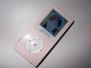 MP4 Player 4GB, 1.5-inch 65,000 Full-Color OLED - Pink