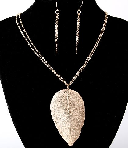 Leaf Me Here! Necklace Set