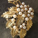 Vintage WEISS PIN LEAVES LEAF Faux pearls & Rhinestone gold tone brooch