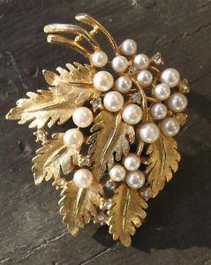 Vintage WEISS PIN LEAVES LEAF Faux pearls & Rhinestone gold tone brooch