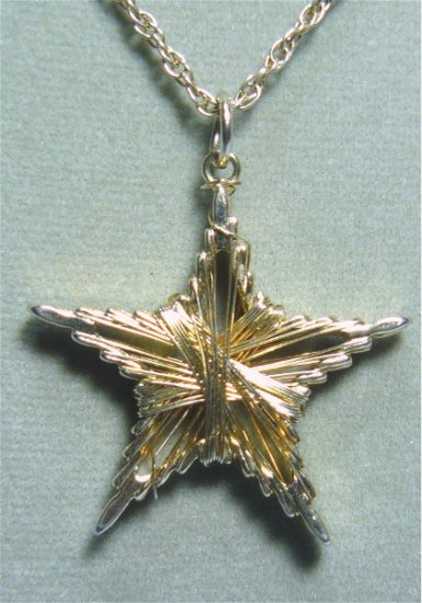 *Vintage Emmons Necklace/Pendant:  Goldtoned Wire-wrapped Star Shining Brightly!