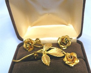 *Corocraft Vintage Brooch/Earrings Set:  Lovely Roses, 14KGF, with Box
