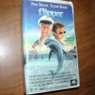 Flipper - VHS Paul Hogan Elijah Wood PG MCA Universal Home Video (1996)