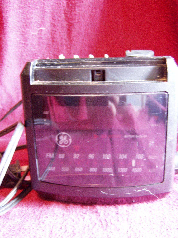 GE Vintage AM/FM Clock Radio Model 7-4606BKA Black (GB1)