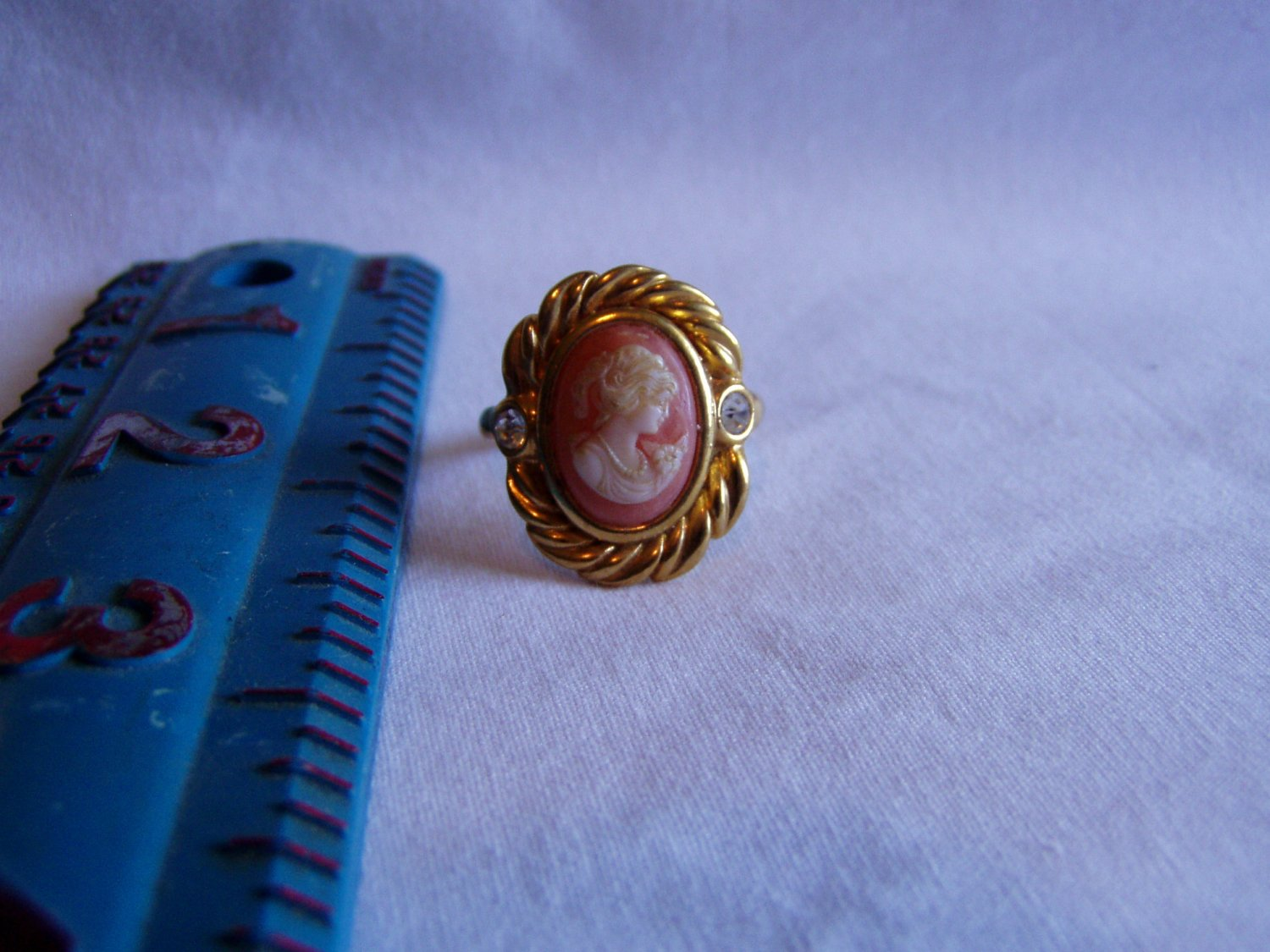 Avon Gold Tone Ivory Cameo Ring With Crystals Size 9.5 (r 47)
