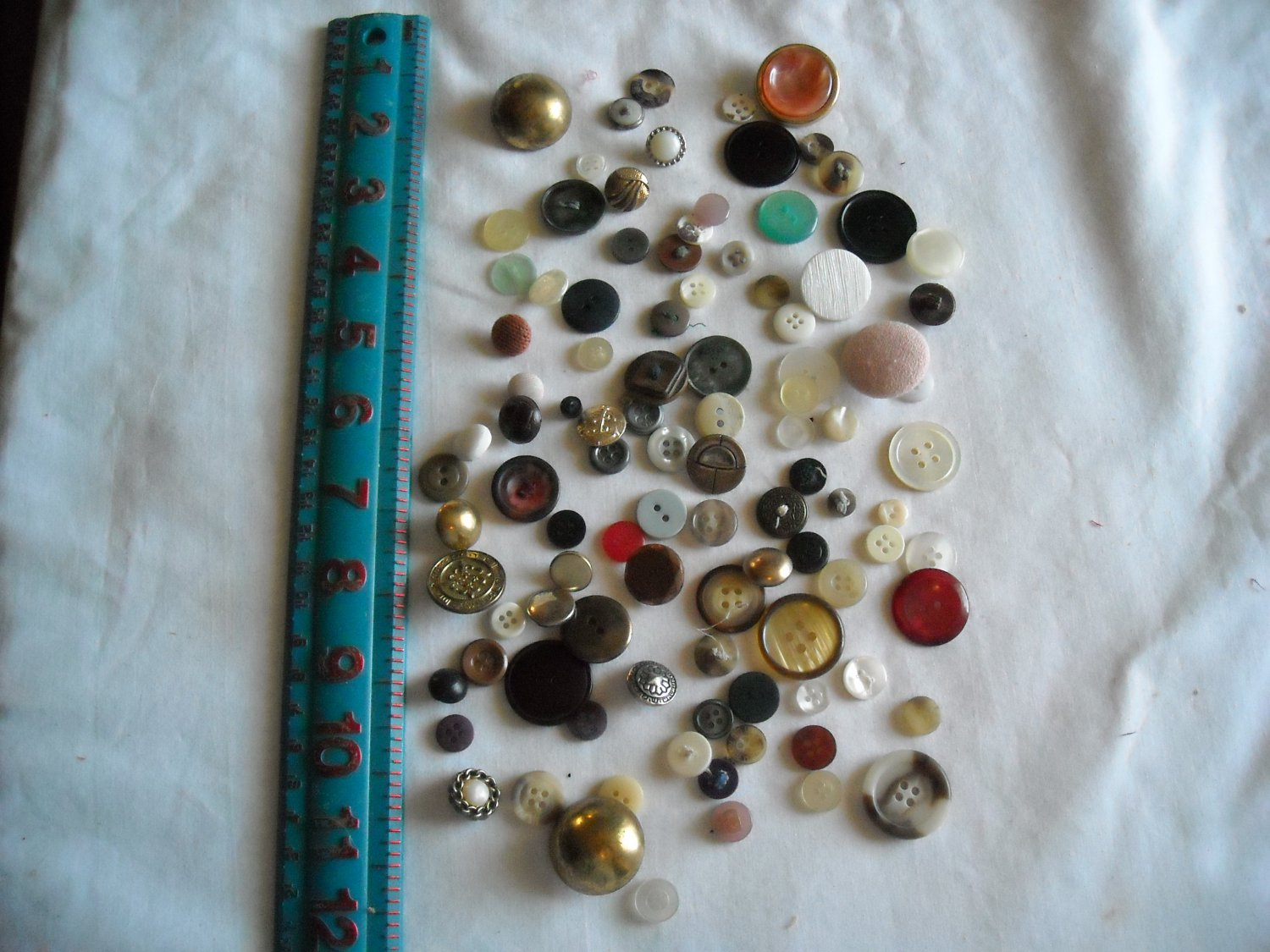Lot of 100 Assorted Buttons Assorted Sizes and Styles Great for Crafts (WTNM27)