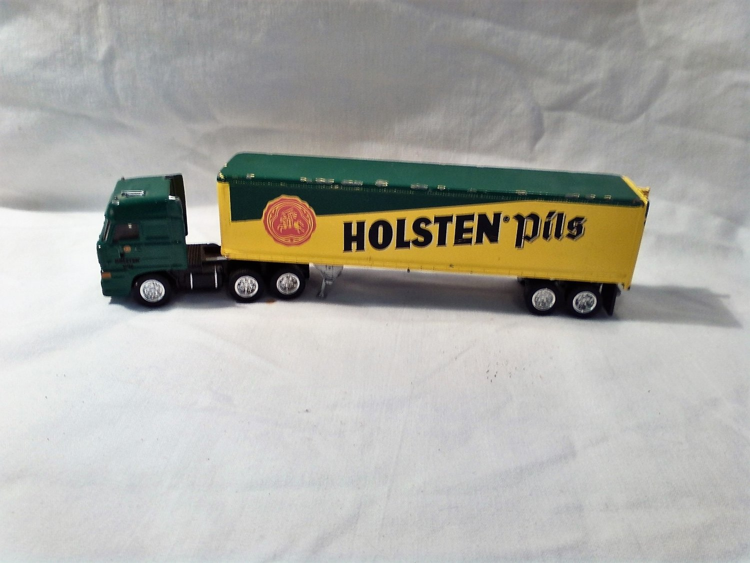 Matchbox Ultra Holsten Pils Trailer Truck CCY08 1987 Green and Yellow DAF 3300 Space Cab (mw) (GTB1)