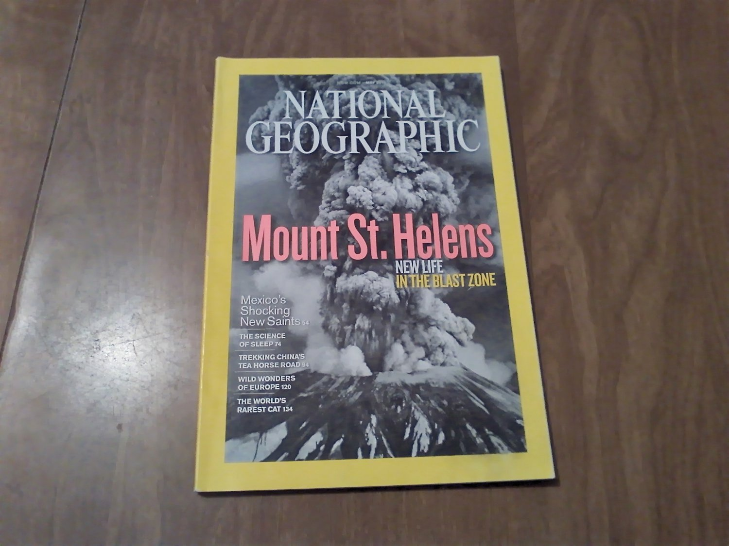 National Geographic May 2010 Vol. 217 No. 5 Mount St. Helens, Mexican Saints, Sleep (B1)