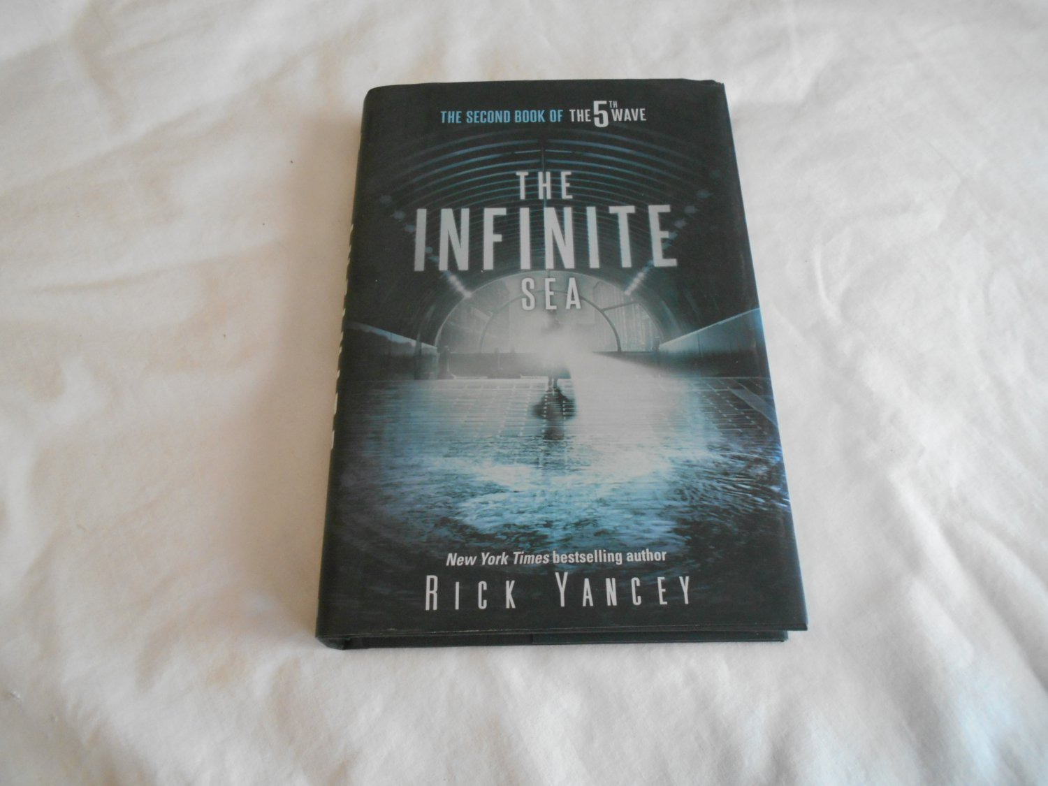 The Infinite Sea by Rick Yancey (2014) (B28) The 5th Wave #2, Science Fiction, Young Adult