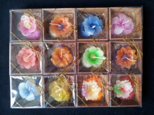 Flower aromatic candle in wood box