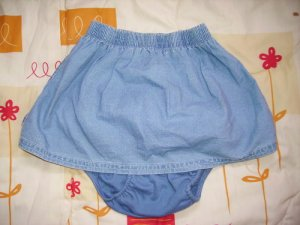 CW54: 12-18mos Baby Gap 2 Piece Skirt & Panties Set