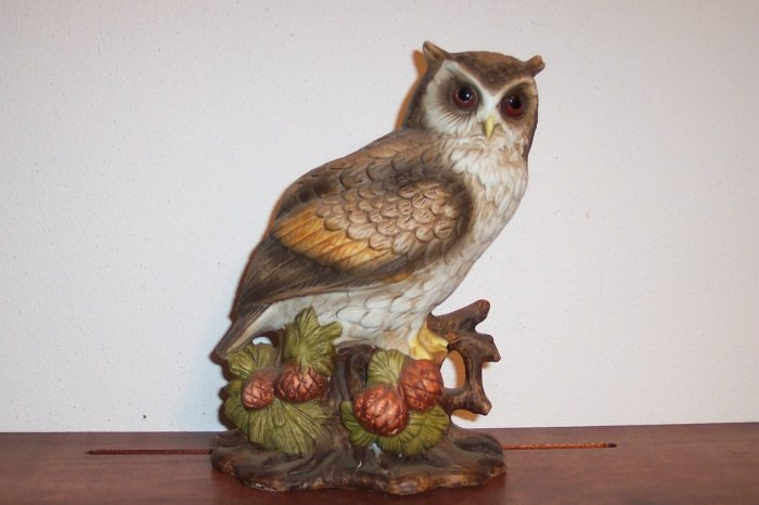 ARDCO Owl Figurine ~ Made in Taiwan ~ Fine Quality Dallas ~ Numbered C - 3720 box21 owl2