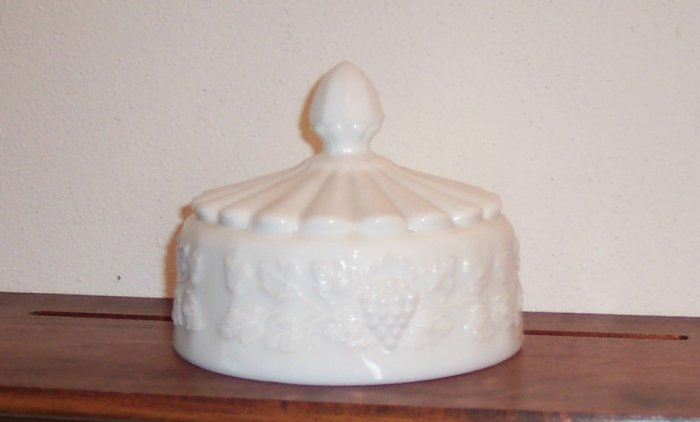 Westmoreland Paneled Grape Round Cheese Cover Top