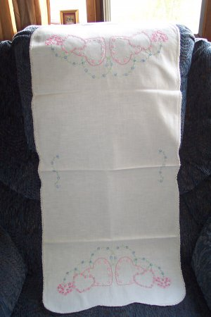 Handcrafted 1940s 50s DRESSER SCARF Triple Pink Hearts DaisyStitch Crocheted Edge Vintage Linens 1M