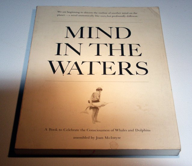 Mind in the waters: A book to celebrate the consciousness of whales & dolphins by Joana M. Varawa