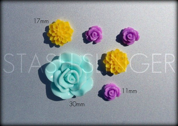 Colorful Mixed Resin Flower Cabochons (6)