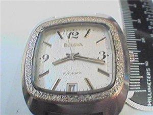 UNUSUAL SQUARE CASE 1974 BULOVA AUTO DATE WATCH 4U2FIX
