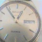 VINTAGE SEIKO 5 QUARTZ DAY DATE WATCH RUNS 4u2fix date