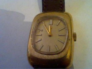 VINTAGE 1973 LADIES BULOVA ACCUTRON HUMMING WATCH RUNS