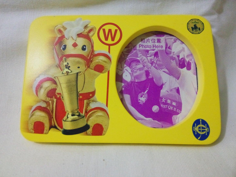 Magnetic photo frame from The Hong Kong Jockey Club Audemars Piguet QE II Cup 2000  (95 x65 mm)