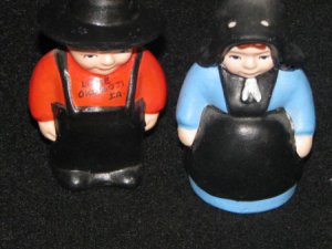 Amish Boy and Girl Souvenir Salt & Pepper Shakers