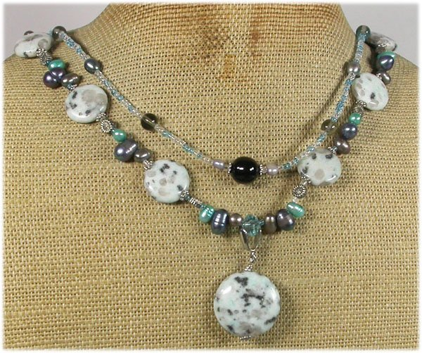 KIWI SESAME JASPER CRYSTAL PEARLS 2ROW NECKLACE