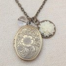 Handmade  LOCKET PENDANT CLEAR CRYSTAL RESIN FLOWER NECKLACE
