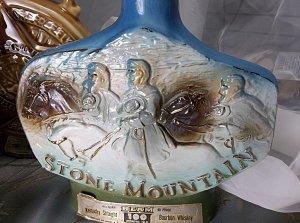 antique vintage Stone Mountain Jim Beam Whiskey Collectors Bottle bottle 1974