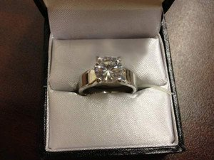 Women's Silvertone Ring with Clear Stone  NEW IN BOX Sz 6  Affordable Bling!
