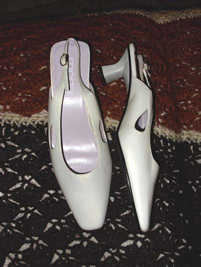 Moda Spana White Mother of Pearl Ladies Heels, Size 9 1/2M